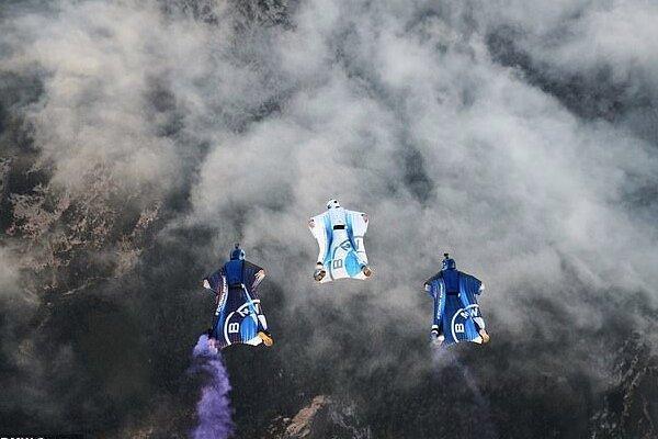 پرواز در ارتفاع 10 هزار فوتی زمین با لباس بالدار الکتریکی